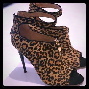 Shoes - Leopard print ankle strap - worn once